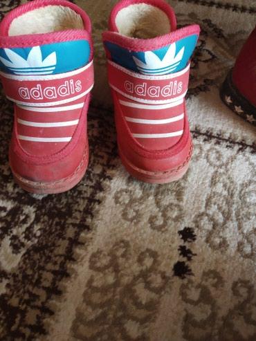 детские лаковые туфли в Азербайджан: Детские ботинки 22размер в хорошем состоянии