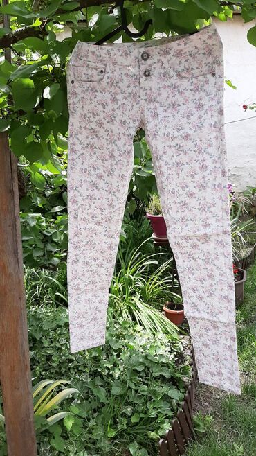Teranova farmerke cvetne XS kao nove. Za mere i sliku kako stoje