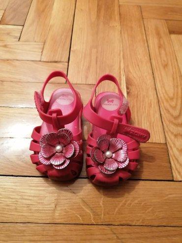 Prelepe sandalice broj 22Djon veoma mekan/penast.Sandalice su od fine