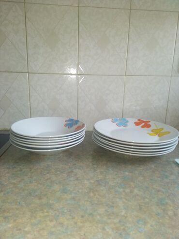 Σερβίτσιο πιάτων. Το σερβίτσιο στη φωτογραφία αποτελείται από 12