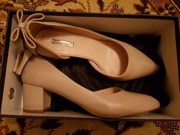Кожаные милые туфли на небольшом каблучке. Размер 38. Надевала всего