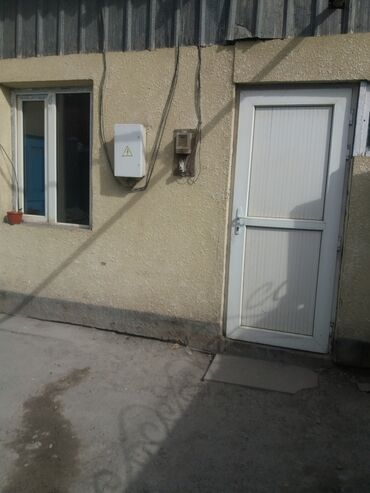 Остальные услуги - Бишкек: Сдаю 1 ком+прихожка. Туалет вода во дворе 5т.с Ж.ж-Карпинка.Летний