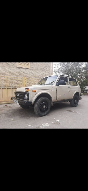 niva satilir ucuz in Azərbaycan | VAZ (LADA): VAZ (LADA) 4x4 Niva 1.6 l. 1986