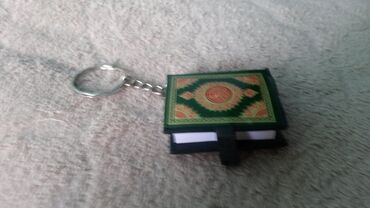 Брелки в виде Корана.Легкие и очень красивые.Книжка открывается