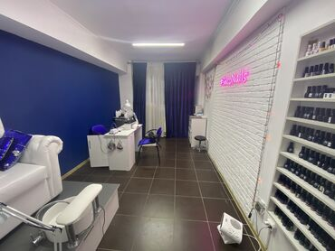 Маникюрный кабинет  Есть Аристон раковина внутри кабинета  В коридоре