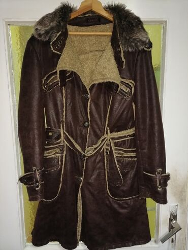 Prodajem novu monoton jaknu Lissa Paris kupljenu u inostranstvu