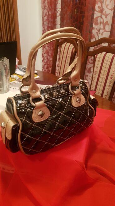 MONA lakovana torbica - kao NOVA!MONA torbica bez ikakvih