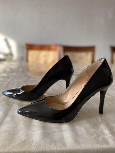 Туфли от Derimod 38, маломерят. Один раз одевала