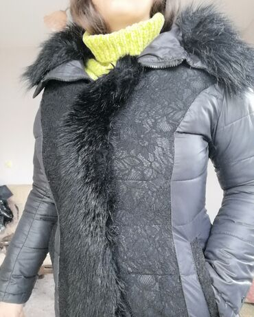 Zimska jakna sa krznom - Srbija: Odlicna jakna Zimska m\L velicine sa bujnim krznom i radom