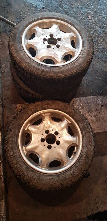 шины r13 в Кыргызстан: Срочно продаю диски с шинами от Mercedes Benz. 215/55/16. Цена: 17 000
