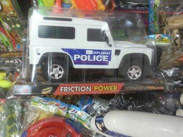 Xırdalan şəhərində Oyuncaq polis masini carxla idare olunur