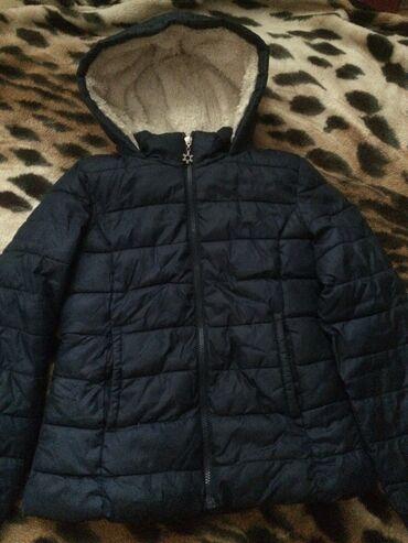 Продаётся детская зимняя курткаКороткая и очень тёплая курткаБренда