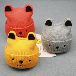 шапочка на годик в Кыргызстан: Продаю очень мягкие, лёгкие шапочки до годика. в наличии серая и