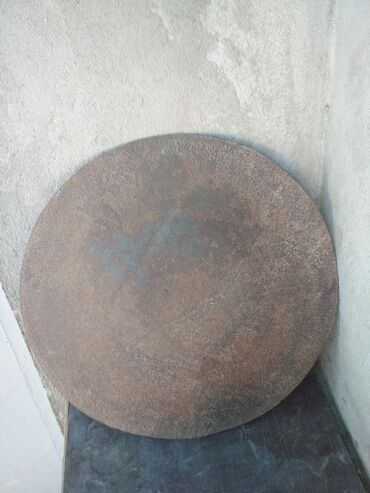 demir saç - Azərbaycan: Sac. Sovet dövrünün sacı. Ağır qalın materialdandır. Diametri 43.5
