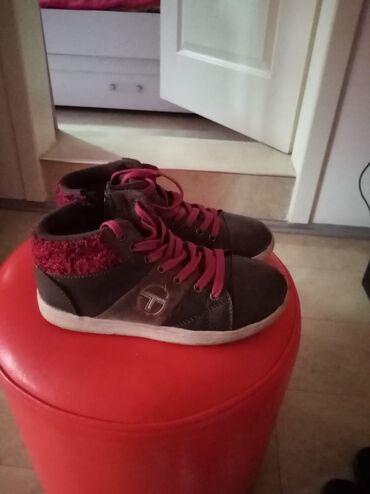 Cetka za ispravljanje kose - Kula: Cipele za hladnije vreme br 32 ocuvane