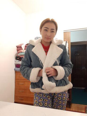джинсовое платье на пуговицах в Кыргызстан: Продаю Джинсовую куртку МЕХ.Новая одела только 1 раз
