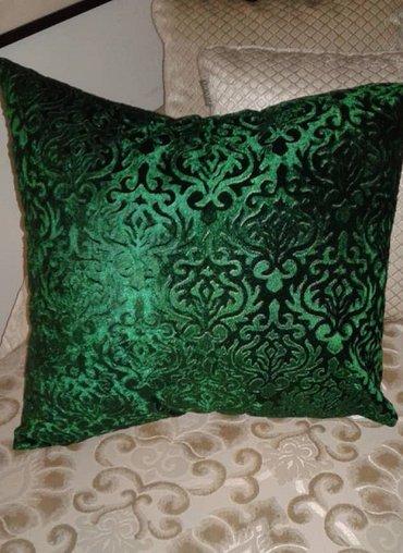 Подушка для интерьера из зеленого бархата ,размер 60 см х 60 см. в Бишкек