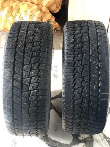 Зимние шины от MAXXIS 215/55/R16 почти новые носились всего около полу