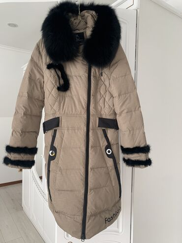 Продаю женские куртки размер 44-46. Чёрная короткая 500 сом, чёрная