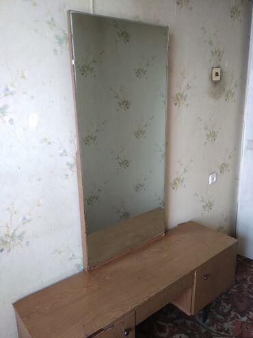 Трюмо, зеркало 114 × 55 см, тумбочка 120 × 35 см