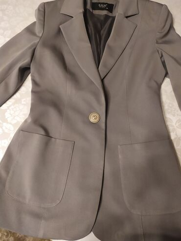 одежда для беременных в Кыргызстан: Пиджак серый 42 размера на подкладе. Английский воротник. Два