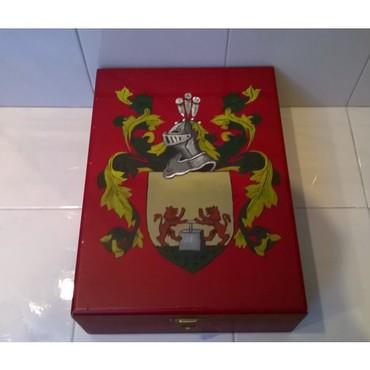 Πολύ όμορφο ξύλινο κουτί ( μάλλον ζωγραφισμένο στο χέρι ).Όπως