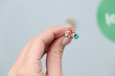 Жіночі сережки з різноколірними камінчиками      Стан відмінний, новий