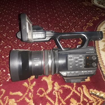 Видеокамеры - Джалал-Абад: Panasonic an90 сатылат абалы эн жакшы. Сунка, 32. 16 g. Прожектор 2