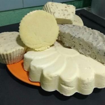 Сыр творожный сливочный profi cheese - Кыргызстан: Продаю сыр из натурального козьего молока. Вкусный и полезный