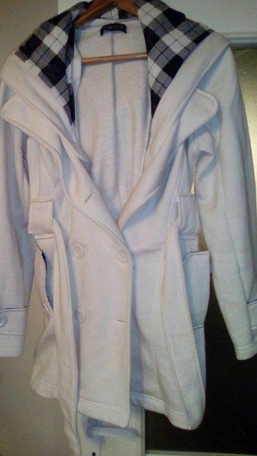 Beli kaputić,, skida se kapuljača, velm - Smederevo