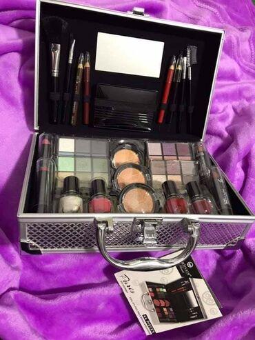 Lepota i zdravlje - Sabac: Cena: 3200 dinAluminijumski kofer sa sminkom Dimenzije kofera