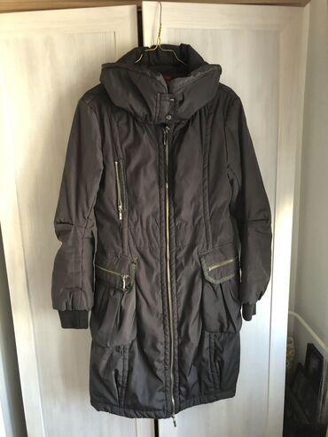 Maslinasto zelena jakna - Srbija: Zenska jakna. KAO NOVA. Maslinasto zelene boje. L velicina. Na njoj