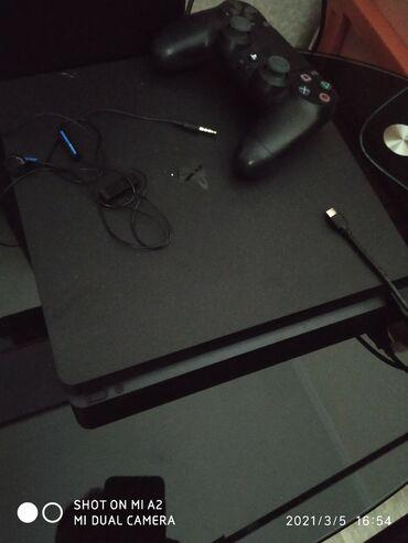 Электроника - Бишкек: Продаю Sony Playstation 4 slim новый 3 раза по играли