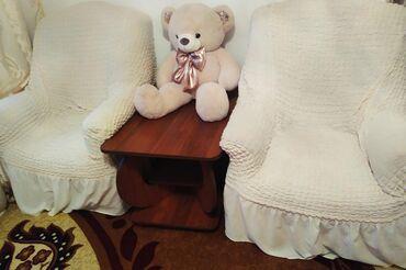 Б/у хорошем состоянии, передвижной на колесиках диван и два кресла