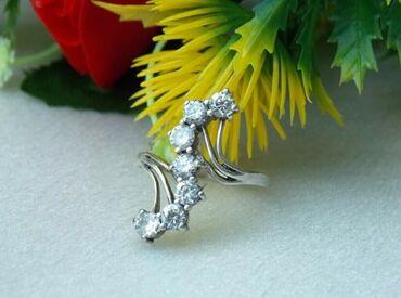 Серебреное кольцо с фианитами. Серебро 925 пробы. Вес 2,97 гр. Размер