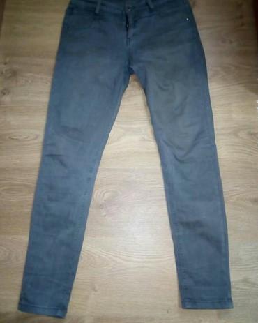 Pantalone boja maslinasto zelena kvalitetne super meka - Srbija: Pantalone L velicine. Maslinasto zelena boja