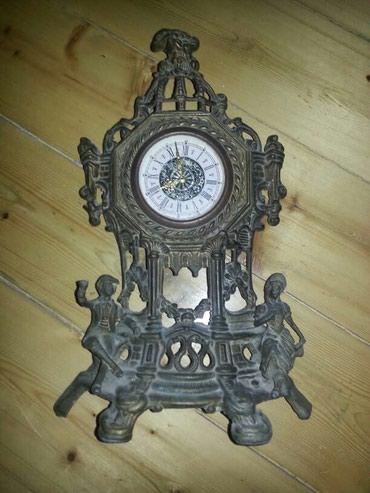 Bakı şəhərində Antik saat bronza mexanika