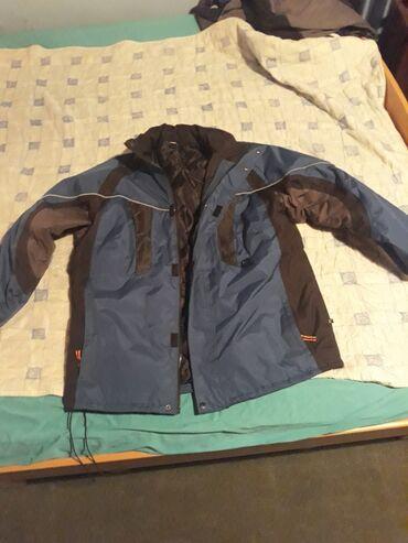 Mantil zimski - Srbija: Zimska jakna,neprobojna od kise,vetra,ekstra jakna za ove pare,ima i
