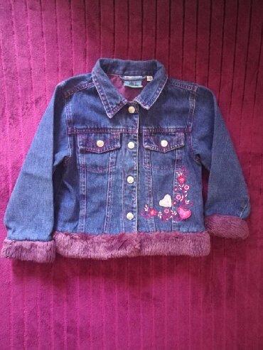 Dečija odeća i obuća - Sremska Kamenica: Prodajem teksas jaknu za devojcice 110 velicina. Duzina 39cm, poluobim