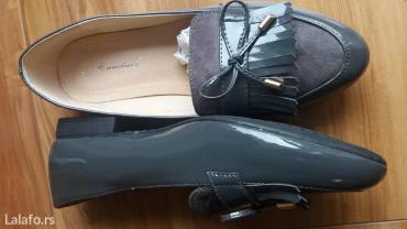 Cm obim tamno sive - Srbija: Lakovane sive ravne cipele, odozgo je prevrnuta koza. Potuno nove, br