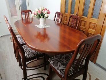 Продаю стол комплект со стульями 6 шт. Размер стола длина 2 м, ширина