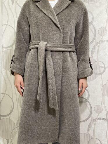 Пальто из альпаки, 40-42го размера от фирмы Loreta. Покупала в начале