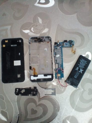 Bakı şəhərində IPhone 4s(kitay variantidir). ZAPCAST kimi satilir. Ekrani guzgu kimi