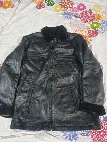 атоми цены в сомах в Азербайджан: Продаю куртку, чистая турецкая кожа,мягкая. Утеплённая внутри, можно