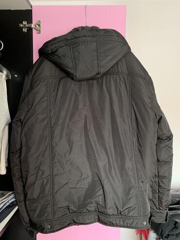 Nova muška zimska jakna. Nije nošena nijednom.  dimenzije dužina 80, r