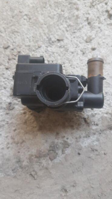 daimler super eight в Кыргызстан: Блок клапонов системы отопления MB 211 б/у. Рабочий