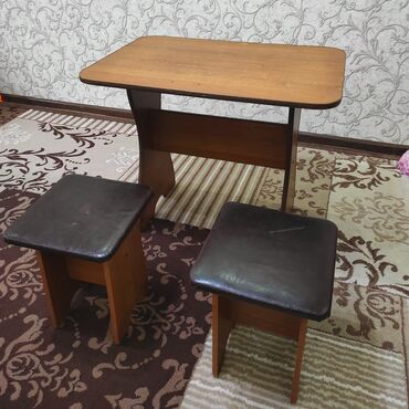 стол с табуретками in Кыргызстан   ДРУГИЕ ТОВАРЫ ДЛЯ ДОМА: Стол с 2 табуретками