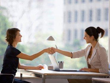 Требуется женщина для работы с оптовыми клиентами.Возраст не в Бишкек