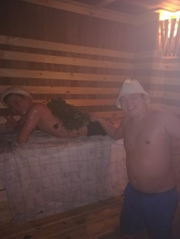 уютная сауна с теплым бассейном с жакузи и гидромасажными лежаками сто в Бишкек