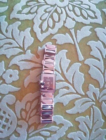 Личные вещи - Чон Сары-Ой: Продам часы женские швейцарские за 100$ Чехол есть спец для него Ватса